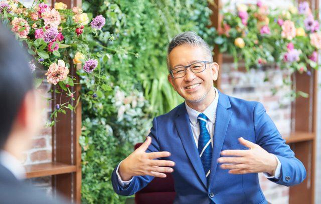 演出家 宮本亞門×日比谷花壇 葬祭プロデューサー金澤和央 インタビュー「お葬式にお花を飾ることの価値はどこにあるのか? そして、演出家の考える理想のお葬式とは?」