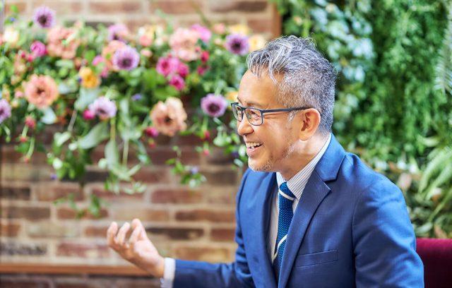 演出家 宮本亞門×日比谷花壇 葬祭プロデューサー金澤和央 インタビュー「死んだ瞬間に全員が拍手喝采。素晴らしかった、よくぞ生きた!と祝福したい」